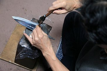 Etsuke (Attaching the Handle), Engrave logo by hand